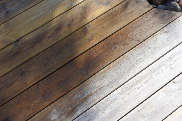 Skydda trädäcket med tre enkla steg och få ett snyggt silvergrått ... 0cec1d055ebc4